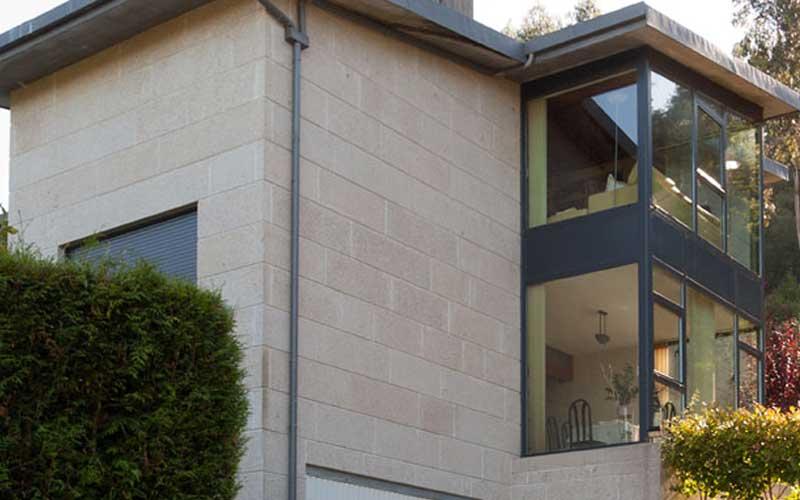 fachada-ventanal-vivienda-teo