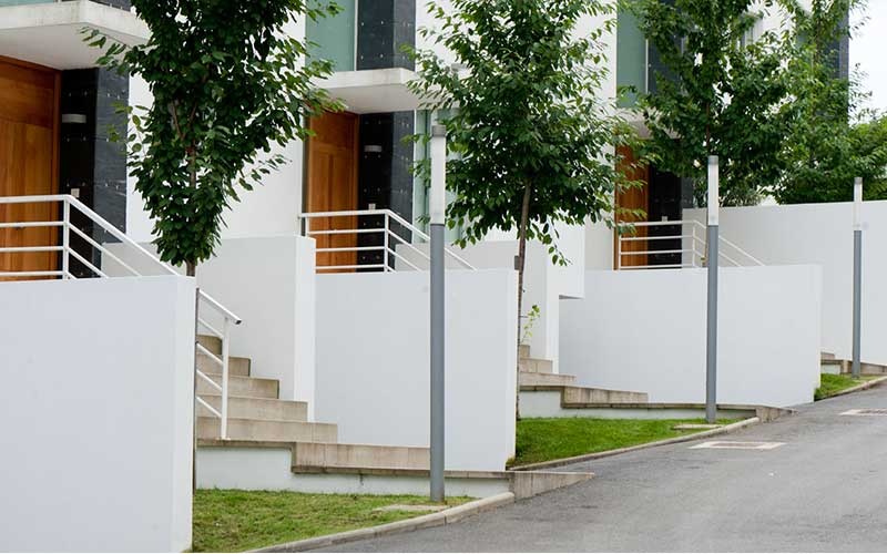 decoracion-entrada-casas-urbanizacion