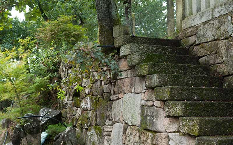 escaleras-piedras-jardin