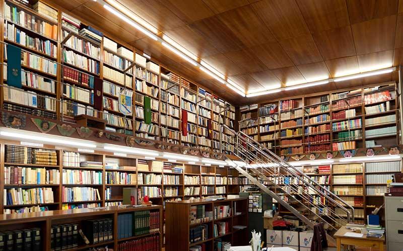 interior-grande-biblioteca